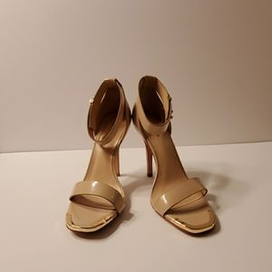 New in box Pour La Victore Yaya shoe in nude